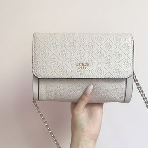 Adorable Guess purse